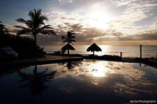Le Reve Hotel & Spa : Pool Sunrise