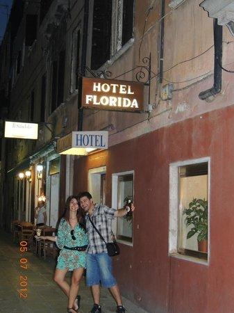 โรงแรมฟลอริดา: Entrada do hotel