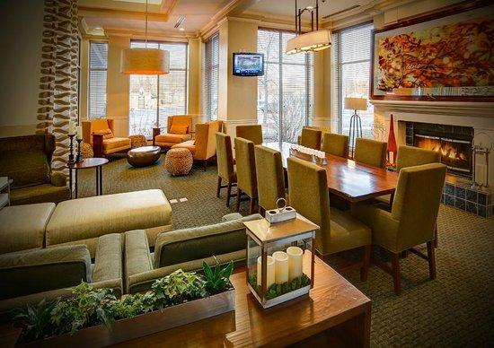 Hilton Garden Inn Green Bay: Updated Lobby