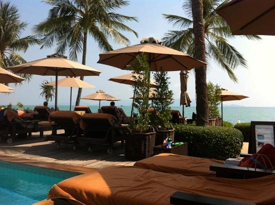 Bo Phut Resort & Spa: The view of the beach from next to the pool.