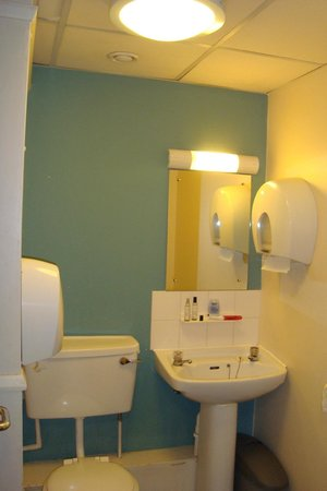 YHA London St Pancras: Banheiro