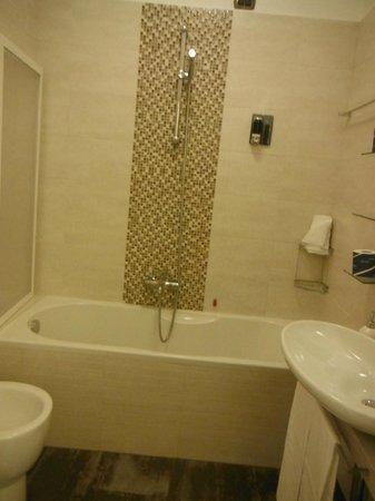 Dem Guesthouse: Banheiro