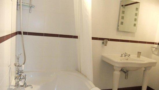 Stanton Manor Hotel: Bathroom