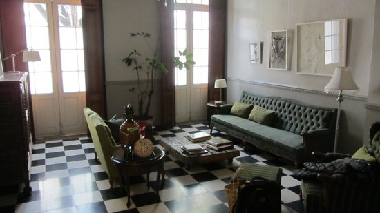 El patio 77, first eco-friendly B&B in Mexico City: lobby area