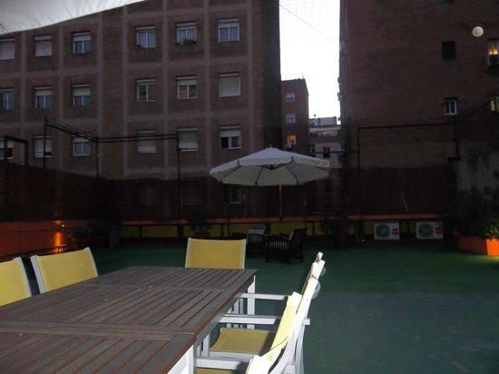 Yellow Nest Hostel Barcelona: Roof terrace