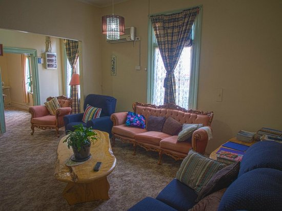 Patchwork Inn : Lounge Room and Dining beyond