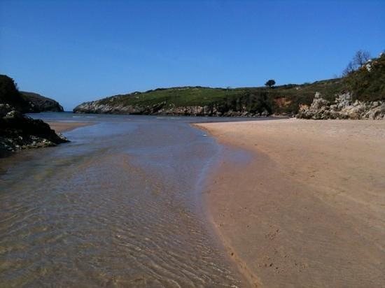 Poo de Llanes, İspanya: playa de poo y ria