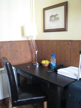 Hostal Asuncion : desk
