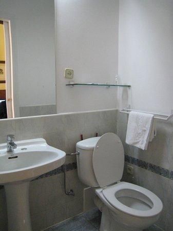 Hostal Asuncion: bathroom