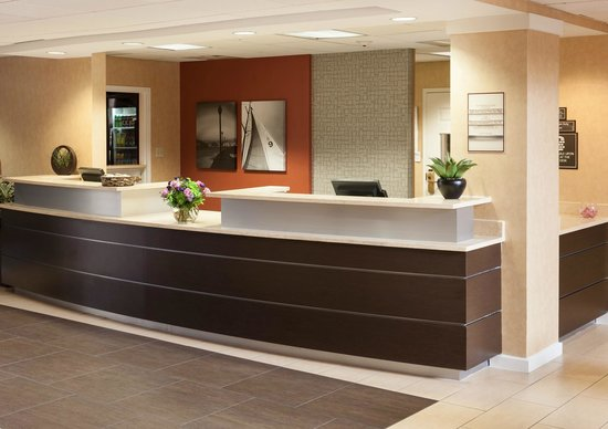 Residence Inn San Diego Downtown: Our contemporary front desk