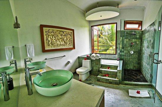 Villa Sancita: Master Bathroom