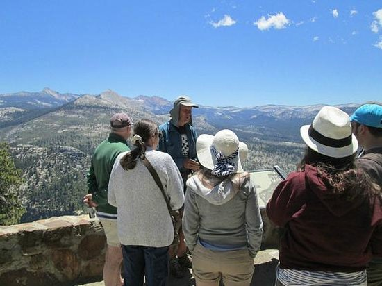 Yosemite Close Up Tours: Tour Group at Washburn Point