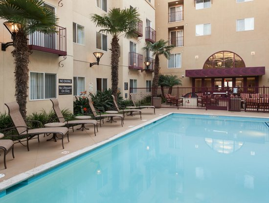 Residence Inn San Diego Downtown: Come unwind at our pool area.