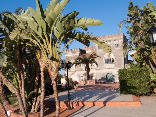 Castello D'Urso Somma B&B: Schloss mit Palmen