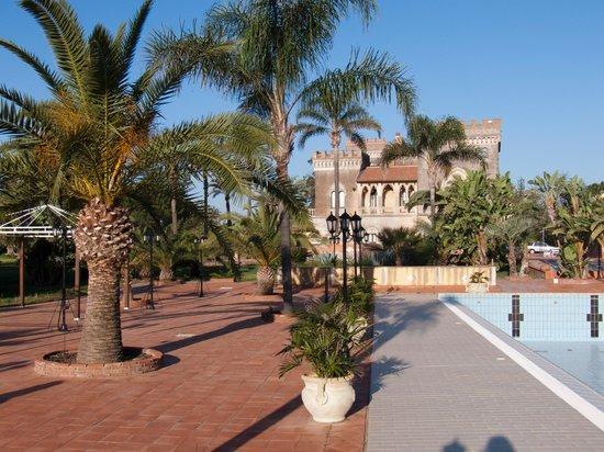 Castello D'Urso Somma B&B: Garten, Schloss und Pool