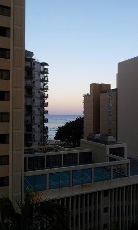 ويكيكي ريزورت هوتل: morning view of terace