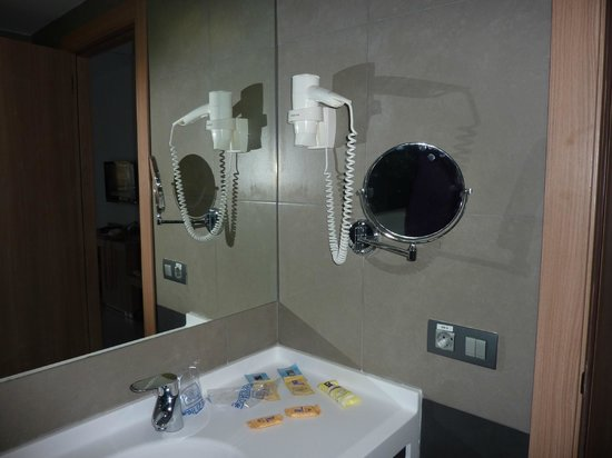 Flash Hotel Benidorm: bathroom