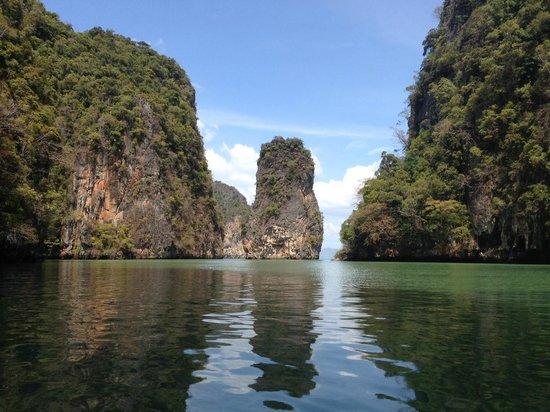 SY Nakamal Sail and Dive Charters: Beautiful Hongs