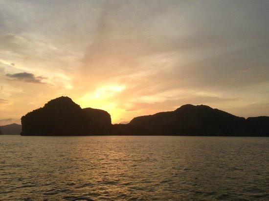 SY Nakamal Sail and Dive Charters: Beautiful Sunset
