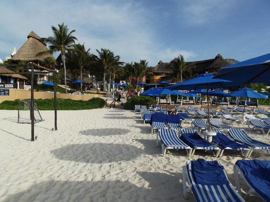 The Reef Playacar: Beach area