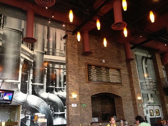 Sierra Madre Brewing Co.: bar