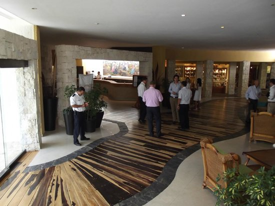 The Reef Playacar: Lobby