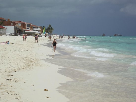 The Reef Playacar: beach