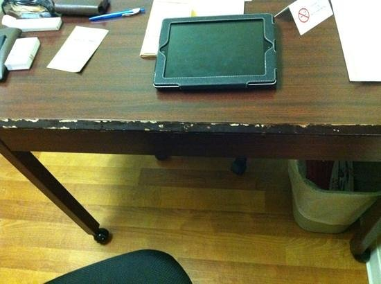 Extended Stay America - Orlando - Southpark - Commodity Circle: scratched desk