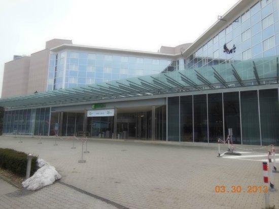 Holiday Inn Brno : Front entryway