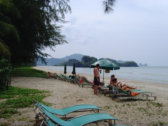 Krabi Thai Village Resort: Hotels private beach. Make sure the tide is IN if you go.