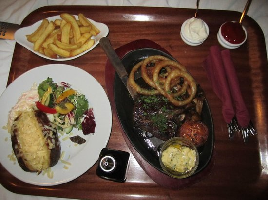 The George Inn: Food in our room!