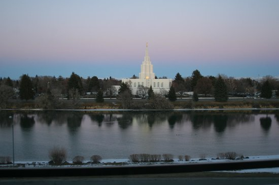Hilton Garden Inn Idaho Falls: LDS Temple in Idaho Falls