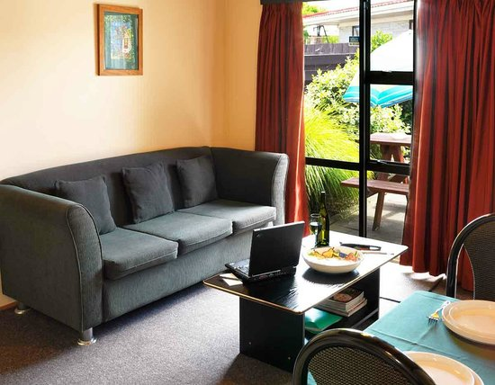 Grange Lodge Motel: 2 Bedroom Lounge area