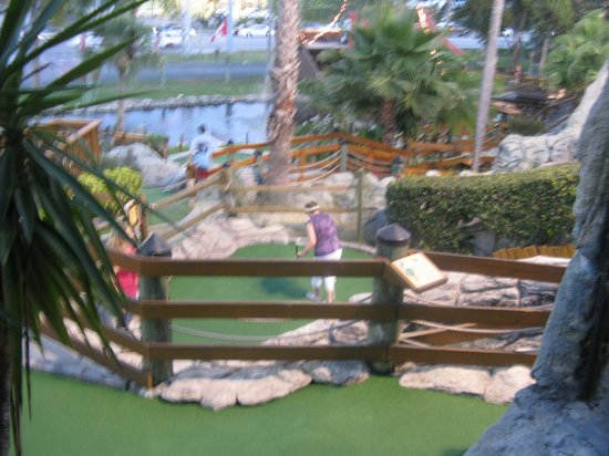Smugglers Cove Adventure Golf : General site shot - holes
