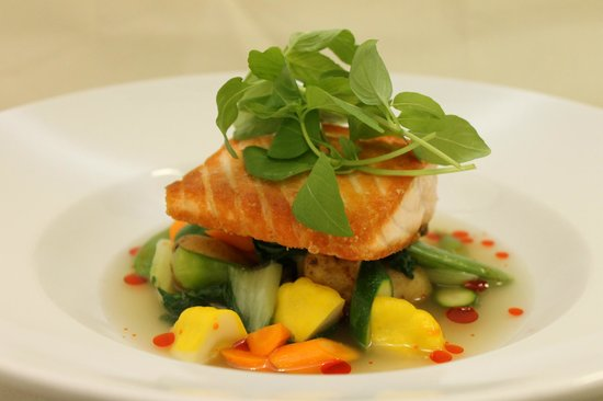Hob Nob Restaurant: Pan Seared Atlantic Salmon