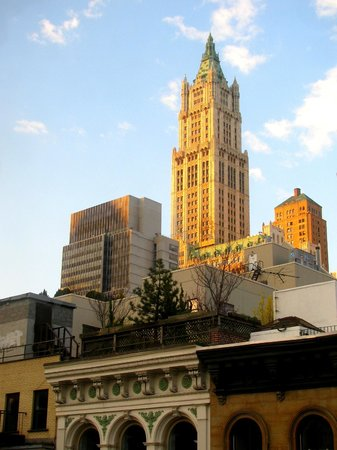 Cosmopolitan Hotel - Tribeca: Woolworth Building - View from my window