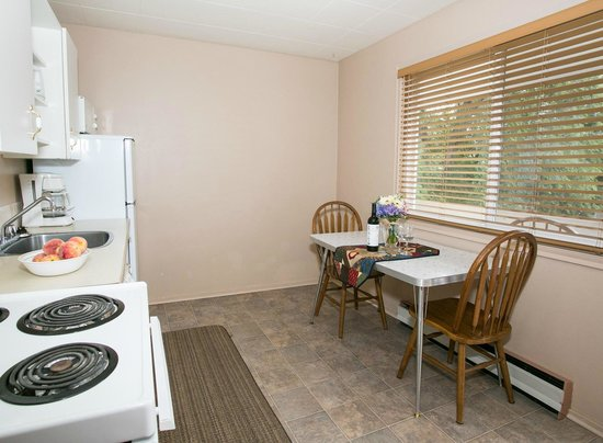 Bowmont Motel: Seperate kitchen areas to prepare meals