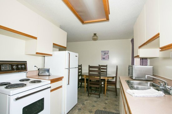 Bowmont Motel: Fully equipped kitchens