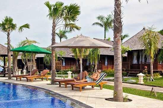 Aman Gati Hotel Balangan : Bungalow outside and pool view