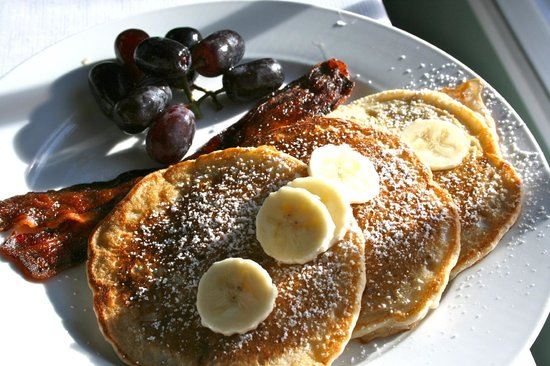 Laurel Springs Lodge B&B: Banana pancakes
