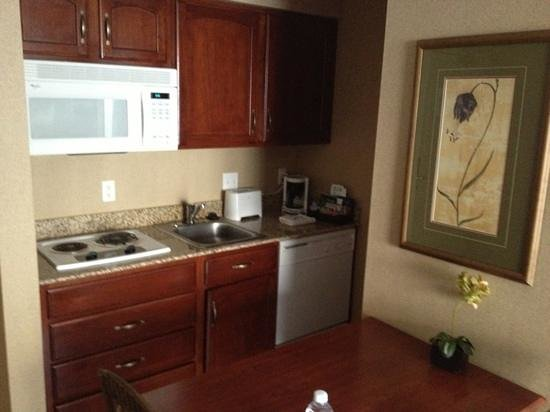 Homewood Suites by Hilton Sioux Falls: higher end feel kitchen area