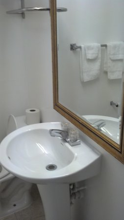 Mallview Motel: super clean bathroom