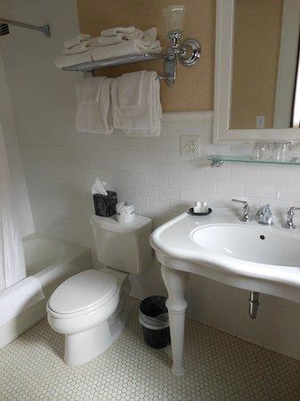 General Francis Marion Hotel: Bathroom