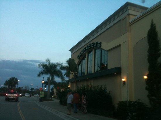 Carrabba's Italian Grill: Side view from parking lot