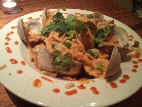 Landmark Inn: Clams from Alex and Ika. Yum!