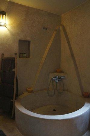 Riad Baoussala: Bath