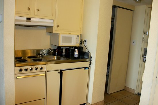 Best Western Plus Holiday Sands Inn & Suites: Kitchenette in the room