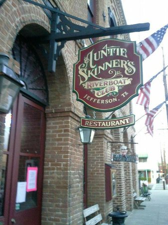Auntie Skinner's Riverboat Club: Auntie Skinners