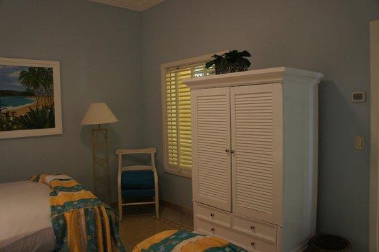 Pueblo Bonito Emerald Bay: Weird stuffy Bedroom window facing the Hall