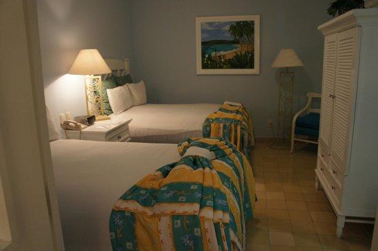 Pueblo Bonito Emerald Bay: Stuffy Bedroom too small Beds
